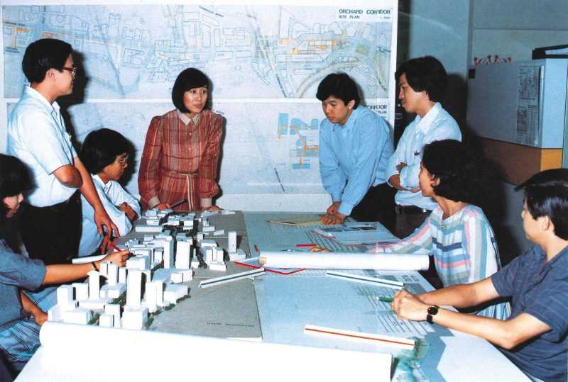Koh-Lim Wen Gin (standing in the middle) in discussion with staff on the plans for the Central Area with the decision to proceed with the building of the MRT network in 1982