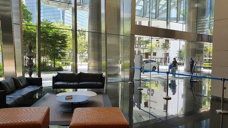 Lounges within buildings allow commuters to wait comfortably for their ride, benefiting both commuters and ride-hailing operators.
