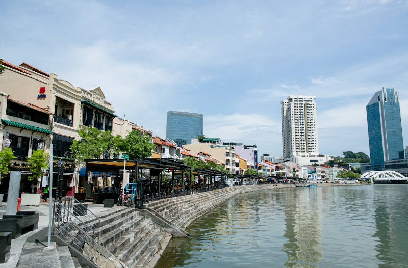 Waterfront dining at the Singapore River